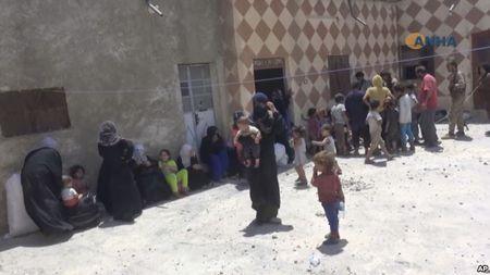 Giao tranh ac liet, thuong dan Syria lu luot roi Raqqa - Anh 10