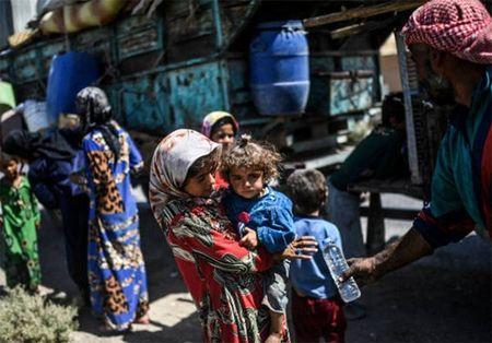 Giao tranh ac liet, thuong dan Syria lu luot roi Raqqa - Anh 3