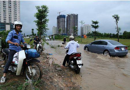 Dan hot bac nho cuu xe ngap nuoc tren Dai lo Thang Long - Anh 3