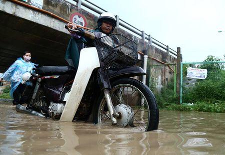 Dan hot bac nho cuu xe ngap nuoc tren Dai lo Thang Long - Anh 5