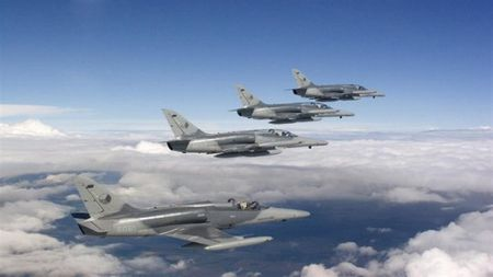 Vi sao chien dau co NATO lien tuc uy hiep Nga? - Anh 1