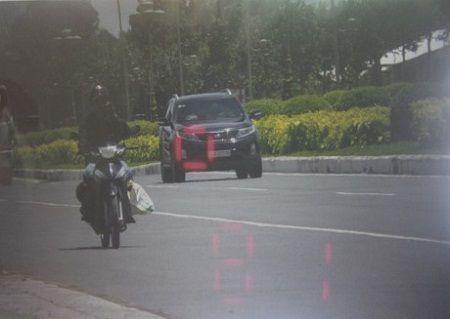 Cong an trung chung cu chung minh xe cho Trung tuong Vo Van Liem vi pham toc do - Anh 1