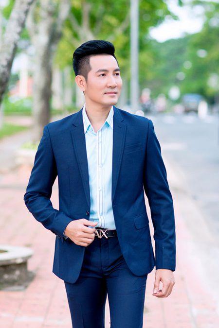Nguyen Phi Hung bat ngo chuyen huong hat nhac Bolero - Anh 1