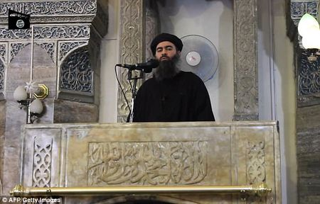 Thu linh IS al-Baghdadi lai thoat nan, dang chui lui o thanh tri khung bo Raqqa, Syria? - Anh 1