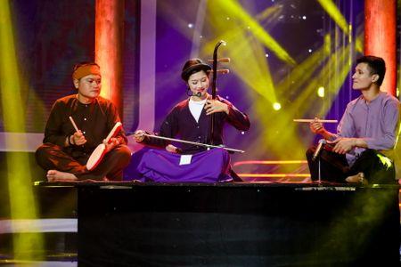 Hoang Yen Chibi 'lay long' giam khao nho hoa than nghe nhan hat xam - Anh 1