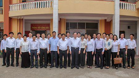 Chanh an TANDTC Nguyen Hoa Binh lam viec tai tinh Son La - Anh 1