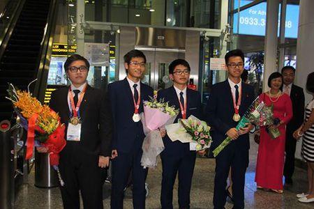 Dieu chua biet ve nam sinh lop 11 doat Huy chuong vang Olympic Hoa hoc quoc te - Anh 1