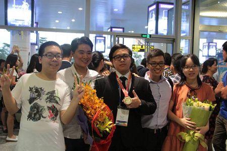 Dieu chua biet ve nam sinh lop 11 doat Huy chuong vang Olympic Hoa hoc quoc te - Anh 2