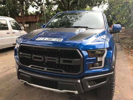 """Khung long"" Ford F-150 Raptor 2017 cua tay choi Binh Duong ra bien trang - Anh 2"