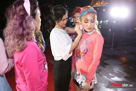 Dong Nhi tat bat cham 'ga cung' Lip B ra MV truoc khi chay show 'met nghi' - Anh 6