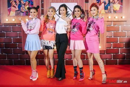 Dong Nhi tat bat cham 'ga cung' Lip B ra MV truoc khi chay show 'met nghi' - Anh 8