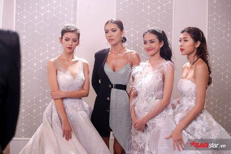 Vay 'ben mat ben con' cua Minh Tu thuc su dang la hot trend do cac nang - Anh 2