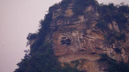 Quan tai treo: Nghia trang tren cao bi an cua Trung Quoc - Anh 3