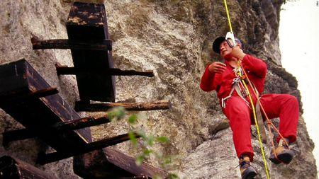 Quan tai treo: Nghia trang tren cao bi an cua Trung Quoc - Anh 4