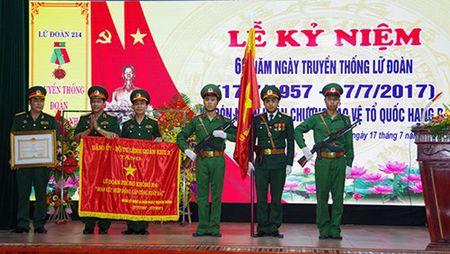 Lu doan Phong khong 214 don nhan Huan chuong Bao ve To quoc hang Ba - Anh 1