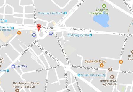 Xe tai thai hang tan bun dat tren duong Sai Gon - Anh 3
