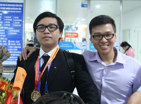 Nhung gia dinh co ca 2 anh em deu gianh duoc huy chuong Olympic quoc te - Anh 2