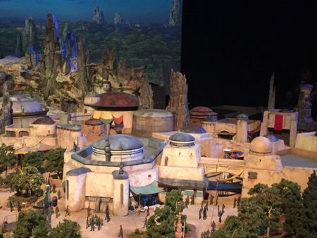 Disney mang 'Chien tranh giua cac vi sao' ve trai dat - Anh 9