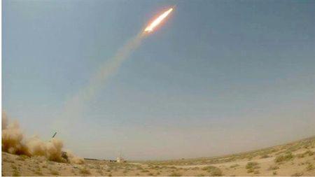 Iraq thu thanh cong ten lua tam ngan Yaqeen-1 san xuat trong nuoc - Anh 1