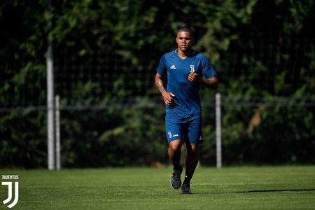 Douglas Costa day uu tu trong buoi tap dau tien tai Juventus - Anh 5