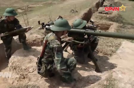 Dang ne sung chong tang SPG-9 do Viet Nam san xuat - Anh 10
