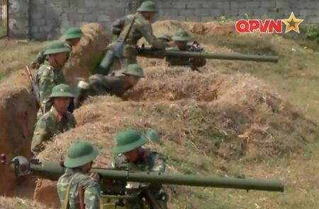Dang ne sung chong tang SPG-9 do Viet Nam san xuat - Anh 1