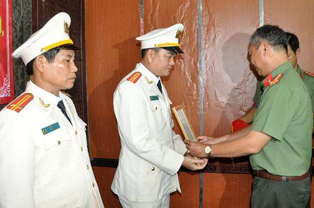 Bo nhiem lanh dao chi huy cong an cap phong, quan - Anh 1