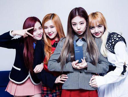 4 girl group vua ra mat da lien tuc gianh cup - Anh 5