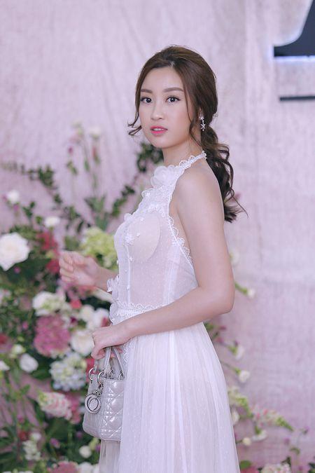 'Do mat' voi Hoa hau Do My Linh va Hoa hau Ngoc Han de lo mieng dan nguc vi do goi cam - Anh 3
