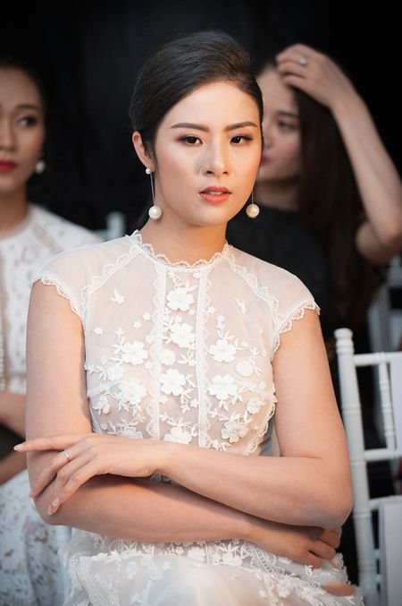 'Do mat' voi Hoa hau Do My Linh va Hoa hau Ngoc Han de lo mieng dan nguc vi do goi cam - Anh 5