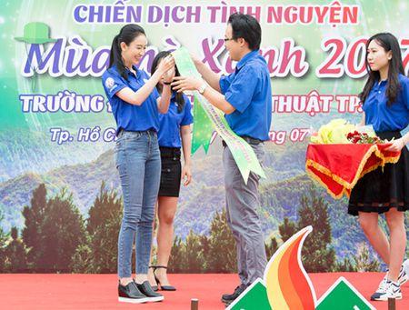 A hau Ha Thu lam dai su chien dich 'Mua he xanh 2017' - Anh 2