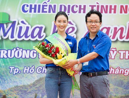 A hau Ha Thu lam dai su chien dich 'Mua he xanh 2017' - Anh 3
