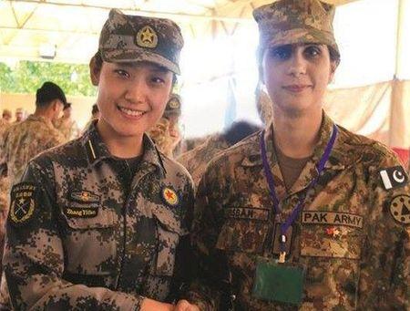 Ve dep cuon hut say long nguoi cua nu binh si Pakistan - Anh 2