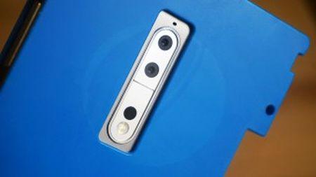 Lo camera kep xep doc cua Nokia 8, khong co logo Zeiss - Anh 2