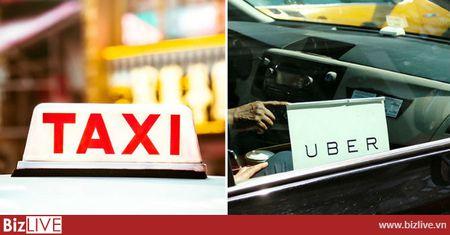 Lien tuc 'ken cua' thue, phi nhung nhieu hang taxi truyen thong dong thue thap hon Uber, Grab - Anh 1