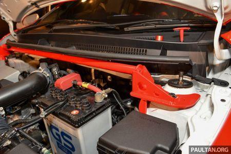 Ngam sedan gia dinh Toyota Vios hoa than thanh xe dua - Anh 11