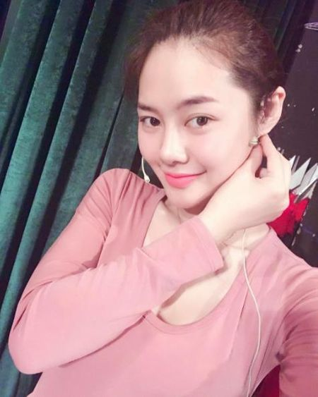 Sau thoi gian lang mat tam, Linh Chi gay soc voi khuon mat khac la - Anh 5