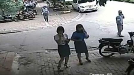 Q.Thanh Xuan (Ha Noi) thong tin vu 'Chu tich phuong trong xe cho pho chu tich quan' - Anh 1