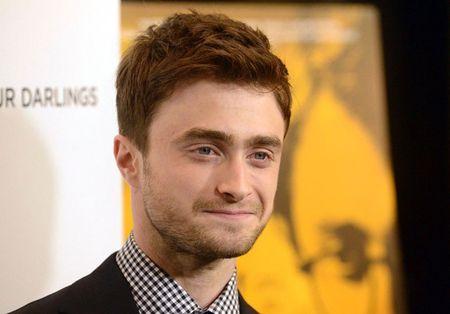 'Harry Potter' ra tay 'hanh hiep truong nghia' khi thay du khach bi giat do - Anh 1