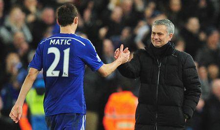 Matic 'lat keo' Mourinho, Real Madrid 'cai bay' MU mua Bale - Anh 1