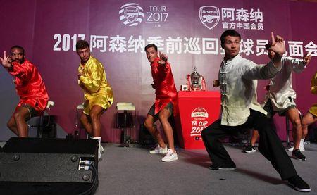 Sao Arsenal mua vo kungfu tren dat Trung Quoc - Anh 4