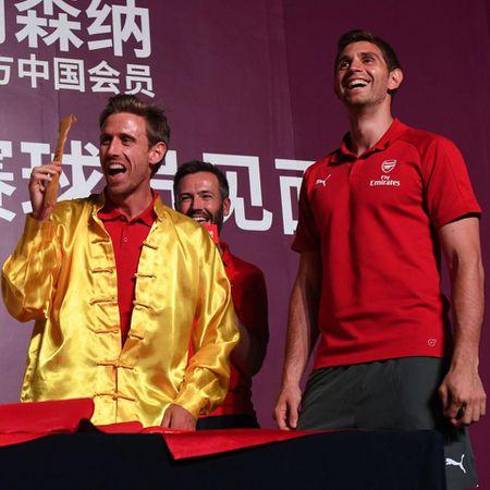 Sao Arsenal mua vo kungfu tren dat Trung Quoc - Anh 5