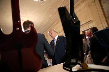 Tong thong My Trump gioi thieu san pham 'Made in America' - Anh 5