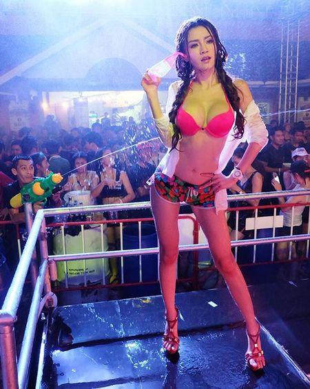 My nhan Thai nhan an phat vi mac thieu vai lai tung clip gay sot - Anh 9