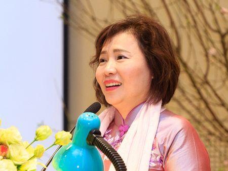 Qua con 'giong to', co phieu Dien Quang dan hoi phuc? - Anh 1