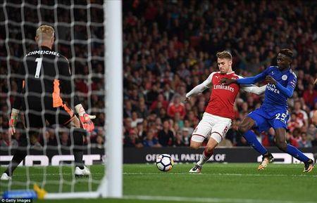 Arsenal 4-3 Leicester City: Mua ban thang, ngap cam xuc - Anh 4
