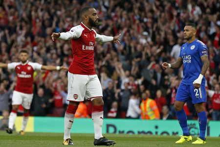 Lacazette no sung, Arsenal ha Leicester City day kich tinh - Anh 1