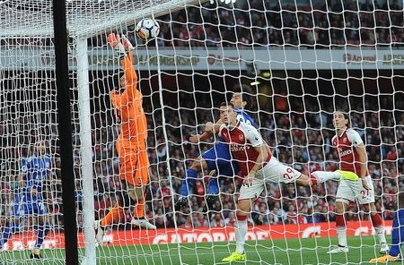 Cham diem Arsenal: 'Dau vang' Giroud cuu vot hang thu tham hoa - Anh 2
