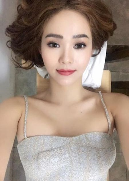 Hot Face sao Viet 24h: Ha Ho - Kim Ly cung check in o Thuy Dien - Anh 11