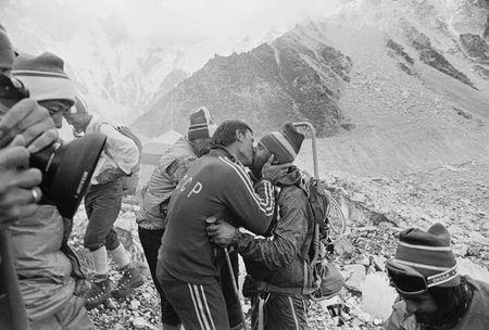 Anh hiem ve chuyen chinh phuc dinh Everest cua doan tham hiem Lien Xo - Anh 10